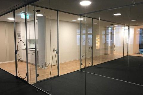 Glasinnenausbau, Ganzglasanlagen, Glastüren, Glasschiebetüren