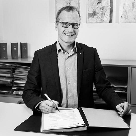 Hans Martin Hadorn, Notar / Rechtsanwalt / Mediator SAV