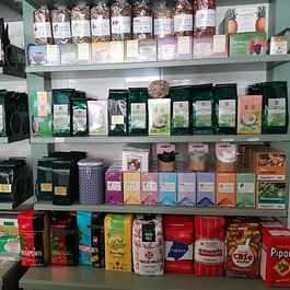 Yerba Mate: una delle fonti naturali più importanti di caffeina. L'infuso, conosciuto principalmente negli stati del Sud America, viene consumato come tonificante, cardiotonico e riequilibrante.