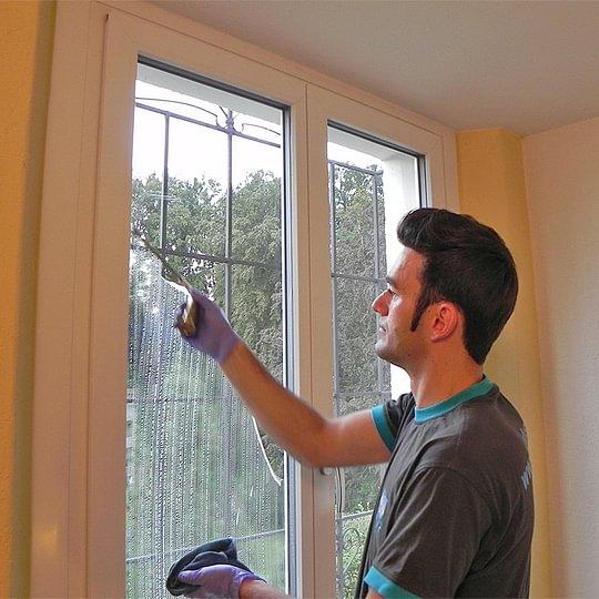 Wir sorgen mit einer einwandfreien Fensterreinigung für Ihren Durchblick.