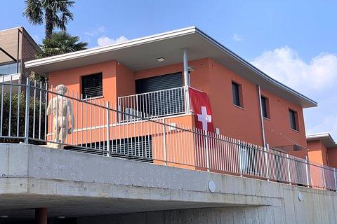 Pura Nuova villa con piscina e vista lago in vendita