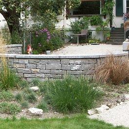 Doppelhäuptige Natursteinmauer