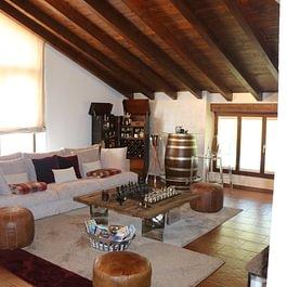 MAGLIASO Vendesi: Attico di charme in residence con piscina. Suggestivo. CHF 899'000.-