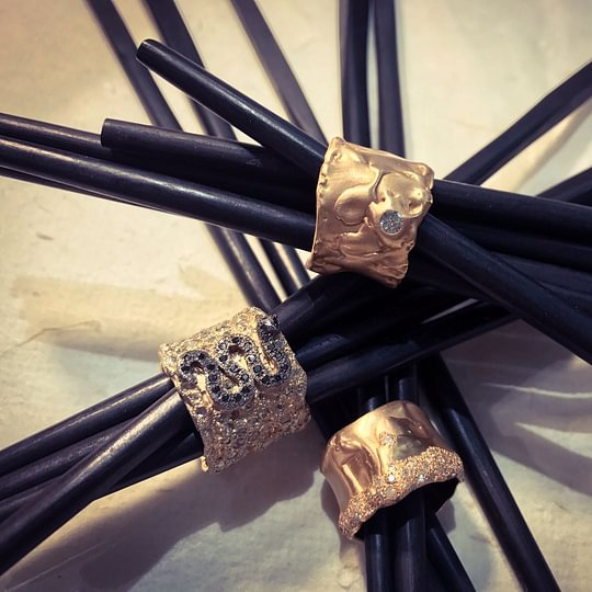 Melania Crocco : rose gold 18 kt rings with diamonds and precious stones