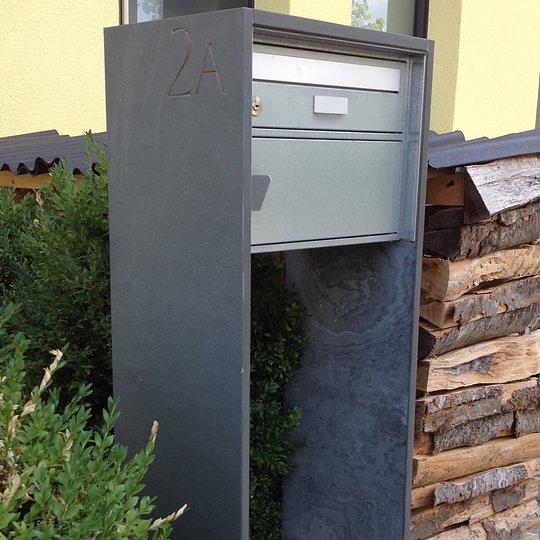 Briefkasten aus Schiefer