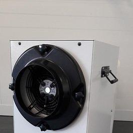 Luftentfeuchter für Garage / Wäschetrockner an Wand installiert.