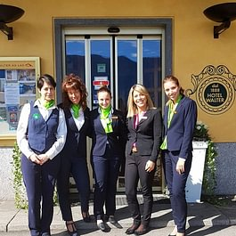 Staff hotel, vista lago, benvenuti, bienvenus, welcome, Wilkommen, reception, facciata hotel, Eingang, Main entrance