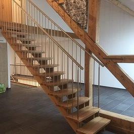 Claude Murisier - Escalier en Chêne Massif avec barrières Inox