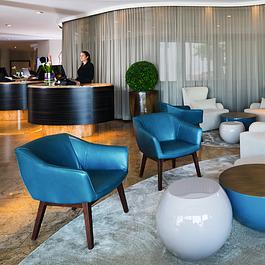 Le lobby, relooké par le biais d'un mobilier contemporain