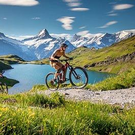 Bachalpsee und das Schreckhorn, mit dem E-Bike vom Backdoor Shop die einzigartige Bergwelt in Grindelwald geniessen