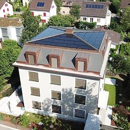 MFH mit integrierter Photovoltaikanlage auf Zeltdach, Luzern
