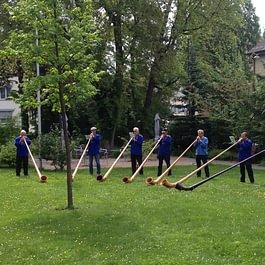 Alphornkonzert im Garten.