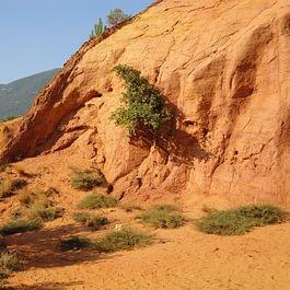 carrière de terre ocre utilisé comme pigment