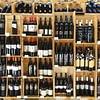 Étalage de vins rouges suisses (Valais, Vaud, Tessin).