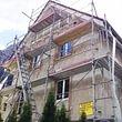 Fassadenrenovation in Glarus.