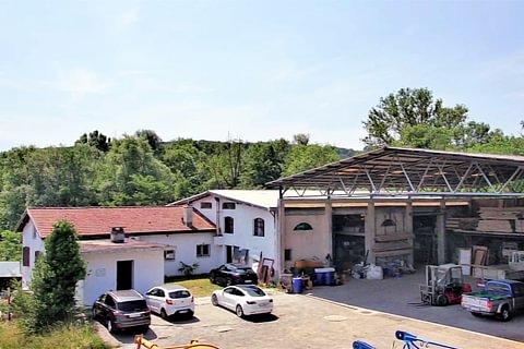 Novazzano - Große Fonds mit Lagerhallen und Büros zum Verkauf