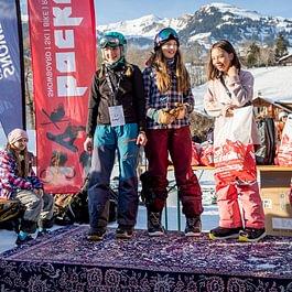 Happy Kids am Backdoor Los Perros Volantes bei der Bus Stop Bar in Grindelwald