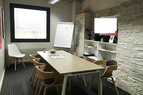 CADENAZZO - affittasi ampio ufficio con posti auto