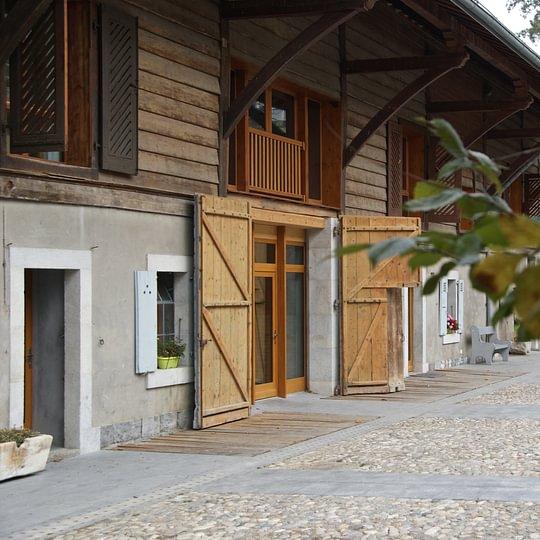 Cour et bâtiment principal de la ferme