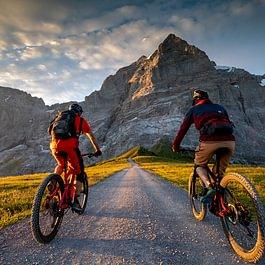 Backdoor E-Bike Rental, bei Sonnenaufgang auf der Grossen Scheidegg