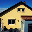 Klein- und Grossformatige Eternitfassade.