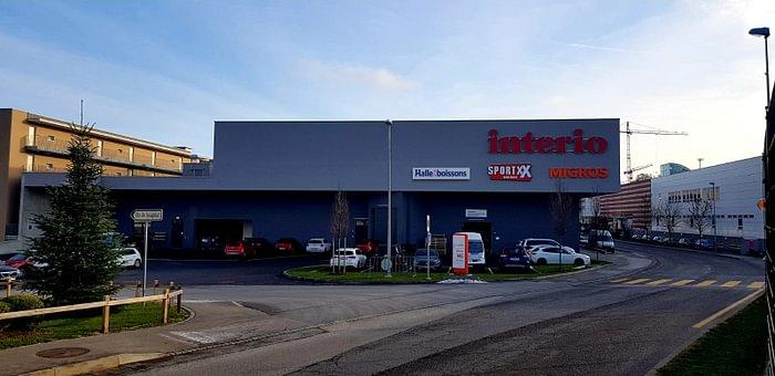Enseigne du magasin, situé à la route d'Agy à Granges-Paccot.