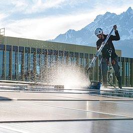 Service und Reinigung Solaranlage Photovoltaikanlage