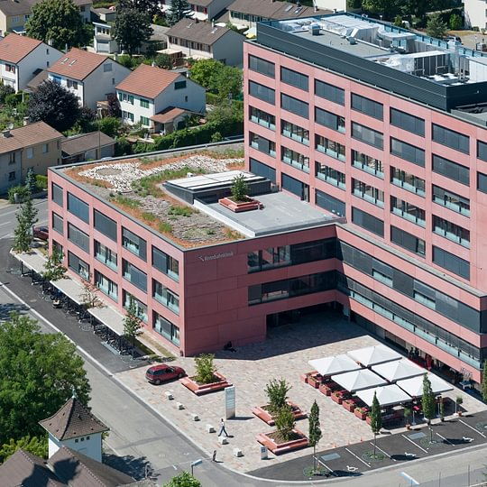 Luftaufnahme des Rennbahnklinik Neubaus.