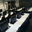 Computerzimmer Tische mit versenkbaren Monitoren