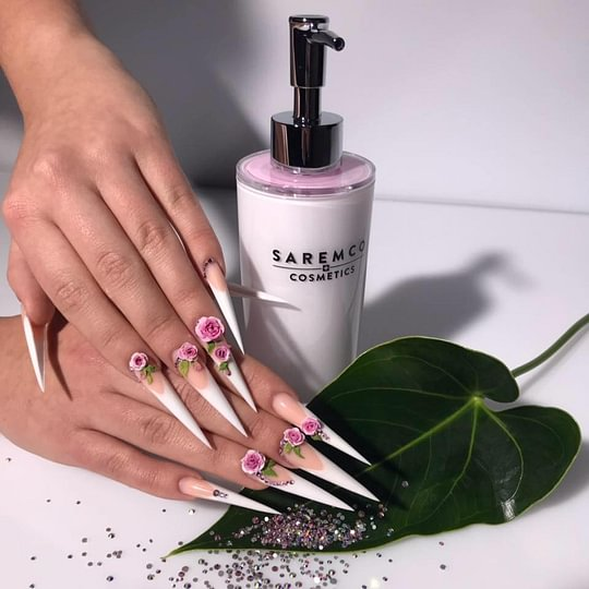 Sacré-Nails