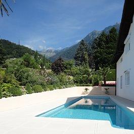 Villeneuve magnifique villa avec piscine très intime et vue sur le Lac