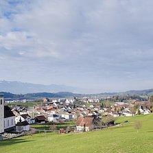 Felsrain Süd, West, Ost und Nord; Traumhafte Aussicht auf Alpen und Zürichsee