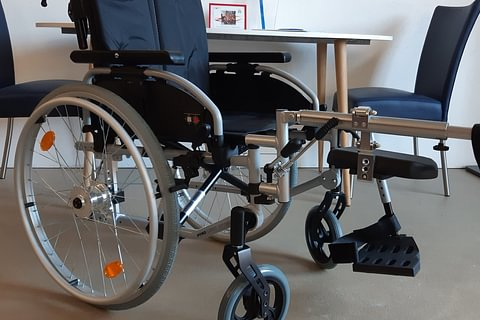 Rental : Manual Wheelchair