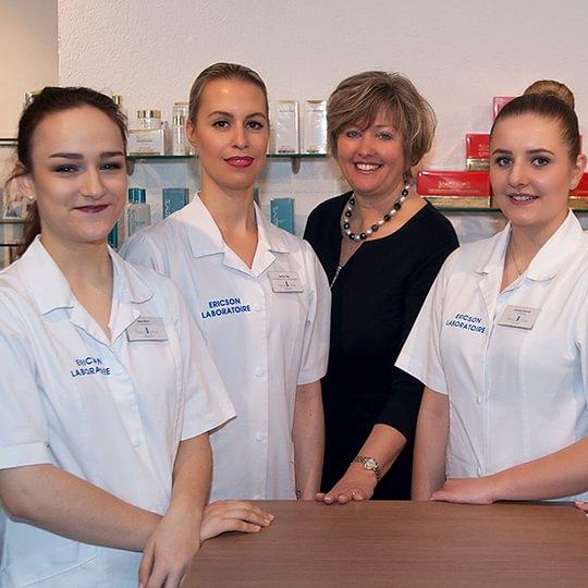 Unser Beauty Corner Team freut sich auf Ihren Besuch.