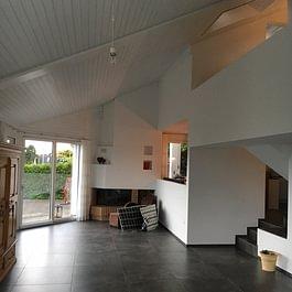 Mit schönen Bodenplatten zu einem gemütlichen Ambiente.