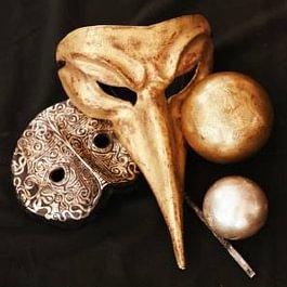 Echtblattvergoldete Venezianische Masken und Kugeln