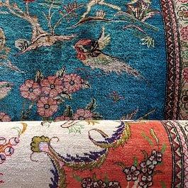 Nous rendons aux tapis de soie leur brillance d'origine