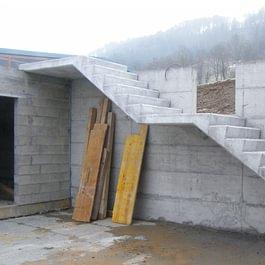 Escalier droit en béton