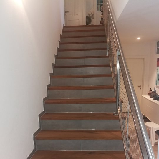 Treppe in kombination mit Holz