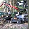 Holzschnitzelherstellung direkt im Wald und Transport