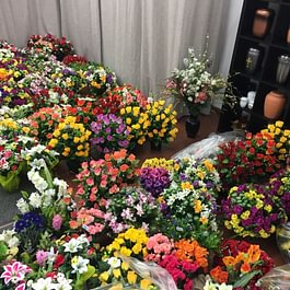 Large choix de fleurs artificielles pour le cimetière