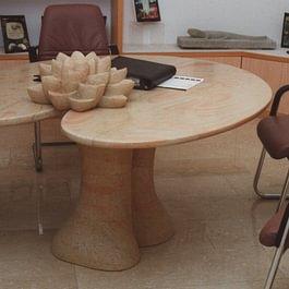 Seerosen-Tisch aus Kalkstein