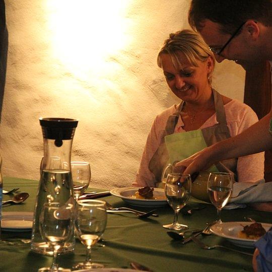 Team Kochen für Kopfarbeiter! Lernen Sie mit dem gesamten Team, wie Sie Ihr Hirn richtig ernähren und den ganzen Tag konzentriert und leistungsfähig bleiben, mit viel Nachhaltigem Spass