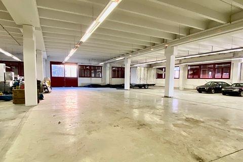 MENDRISIO - affittasi spazi commerciali/magazzini
