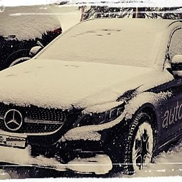 Mercedes-Benz snow