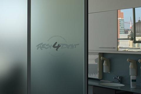 Behandlungsräume Glasdecor und Sichtschutz