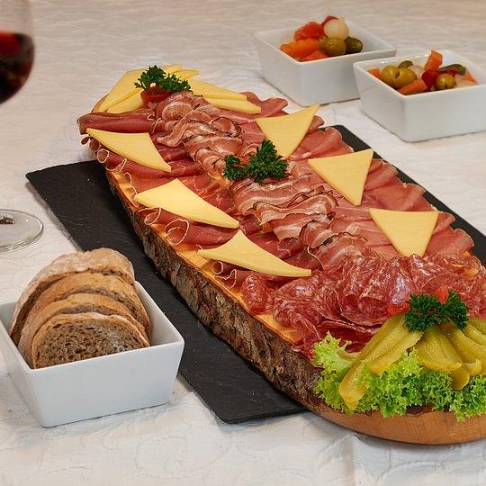 Apero/ Kalte Platte im Restaurant Chasa Veglia in Sent