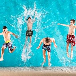 Kinder im Hallenbad Bellavita in Pontresina
