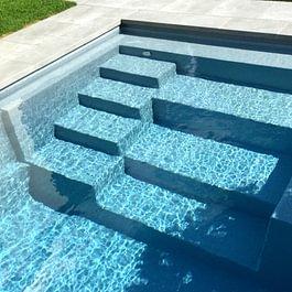 Polyester-Fertigschwimmbecken, Einfamilienhaus in Therwil