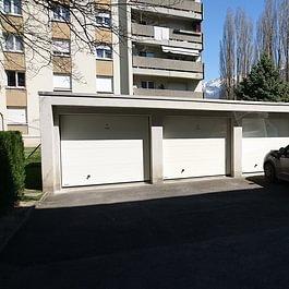 Vue d'ensemble d'une série de 20 garages